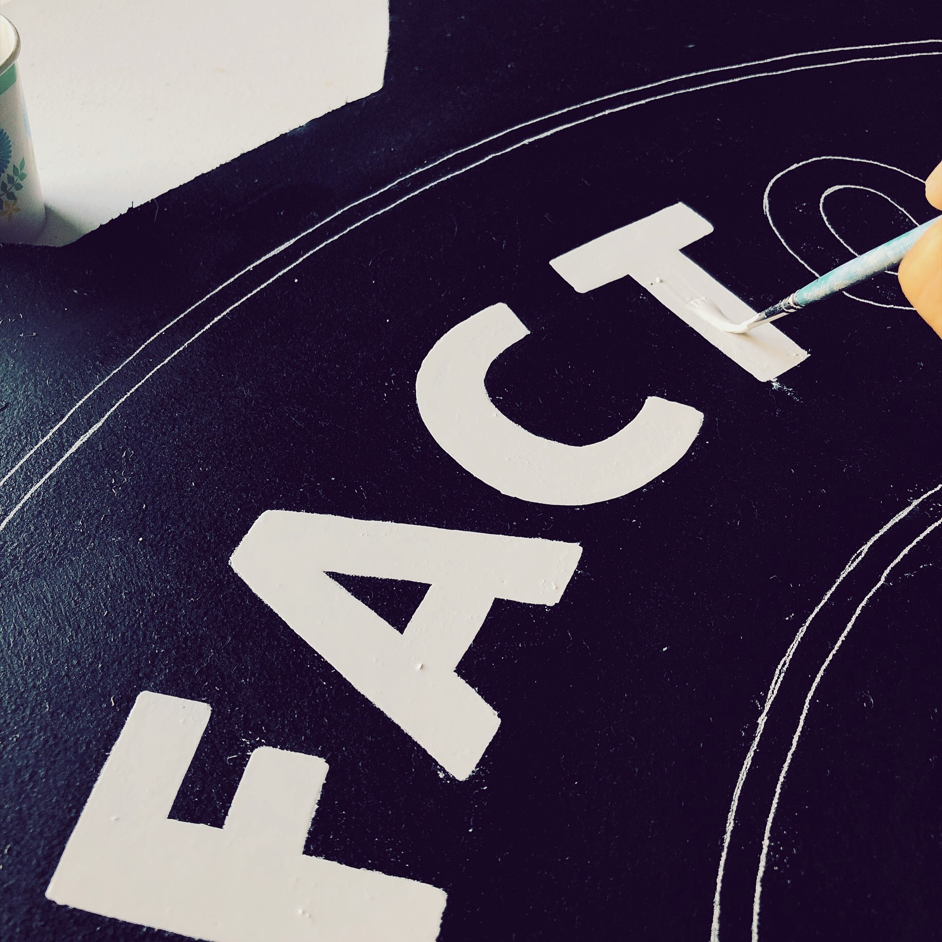 Leo-gomez-studio-hand-painted-sign-mini-doughnut-01