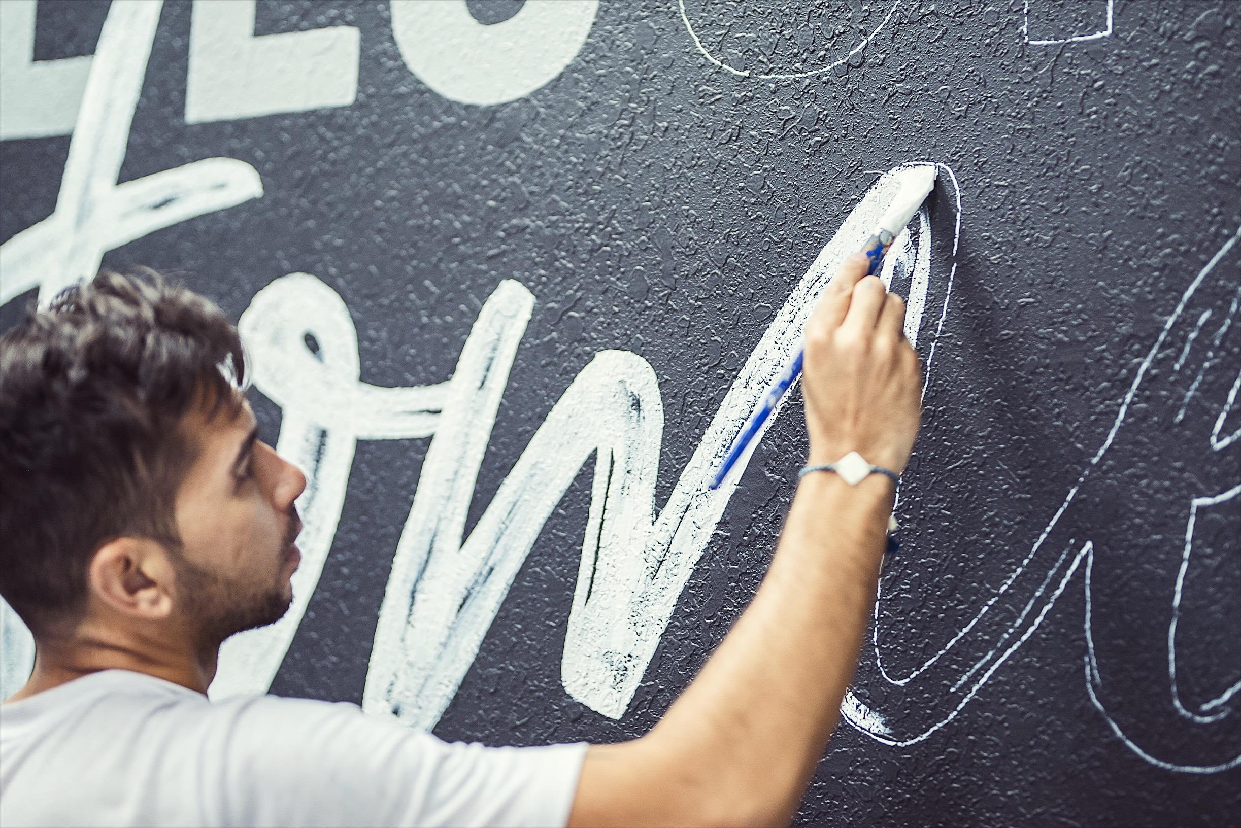 Leo-Gomez-Studi-Signs-Murals.JPG