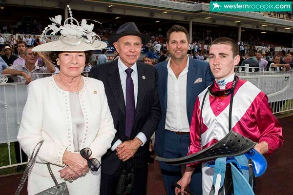 SILVERSTREAM - BOB & SANDRA PETERS, ADAM DURRANT & CHRIS PARNHAM AFTER THE NORTHERLY STAKES