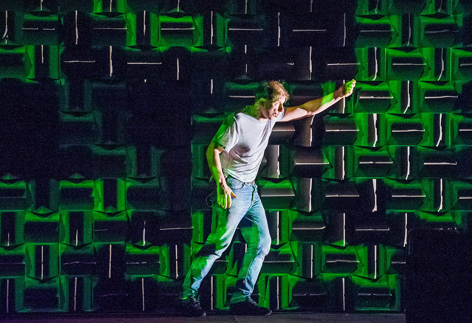 NOTE: the single-directional sidelight pops Simon's body away from the 2D backdrop and the green blobs sculpt the space from a front projection as you can see from the color shift on his stage-right t-shirt/jeans pant-leg but why not stronger imagery? I assume he wants us to make the pics in our minds-eye but then I guess I would prefer to just listen to the story in my car. I hope Simon calls me back to discuss, I am sure he knows better that I do.