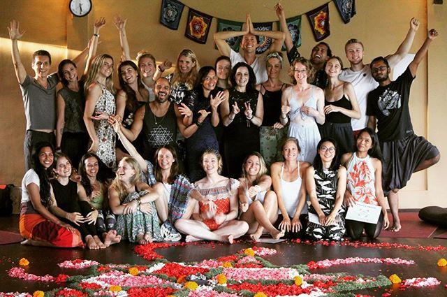 #graduationday🎓 . The latest additions to our ROY family have just graduated this weekend! We hope that each of you are taking a well deserved break 🏝🏝🏝 after all that hard effort, Congratulations everyone! . . . . . . . . . . . #celebrationtime #effort #yogajourney #ubudbali #routesofyoga #yogateachertraining #baliyoga #yogateacher #ttc #ubudyoga #ubud #yogaworkshop #yogaretreat #yoga #yogalife #yogabarn #yogaasana