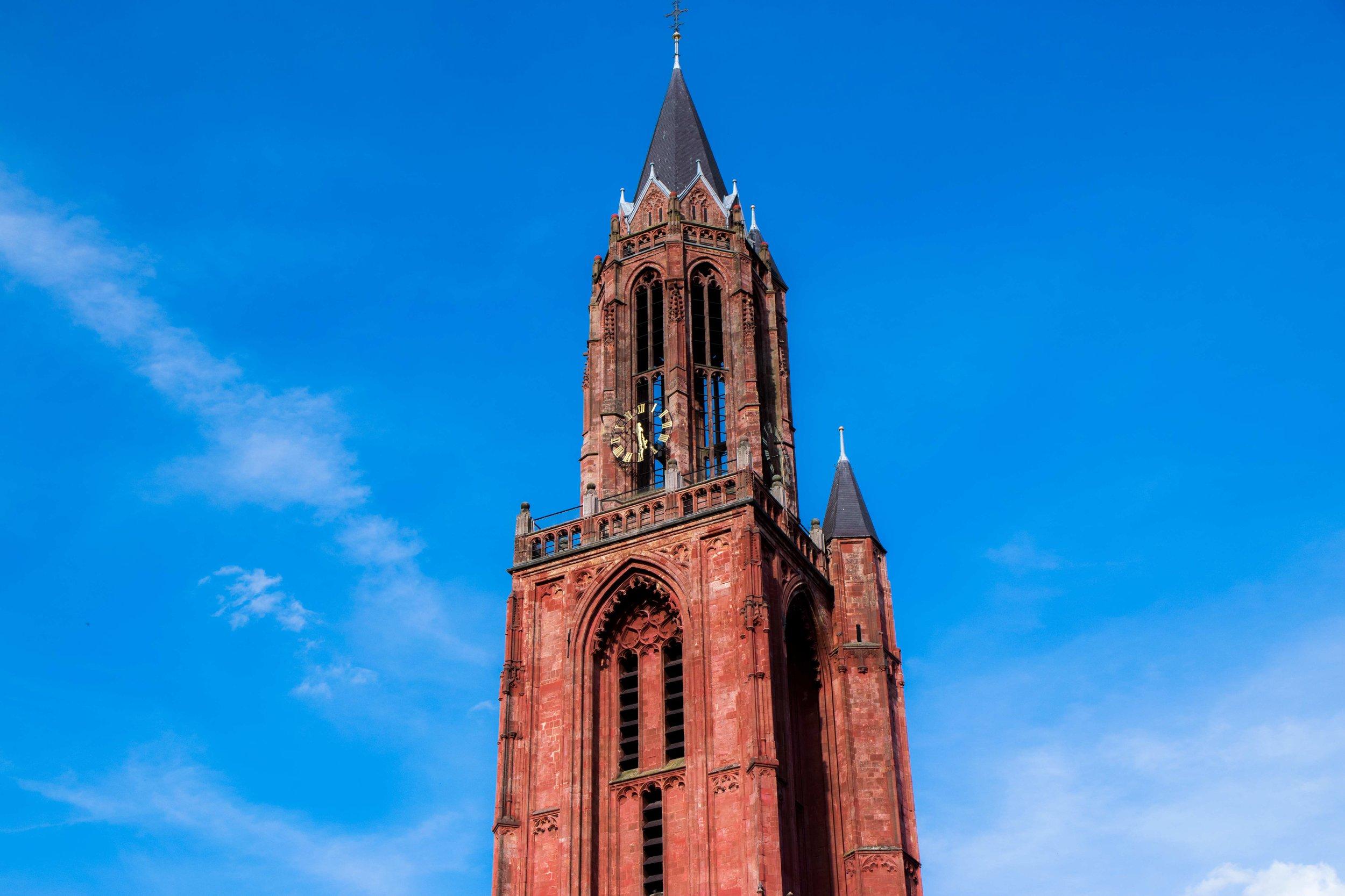 maastricht-vrijthof-sintjanskerk-servaaskerk-closeup-kerk.jpg