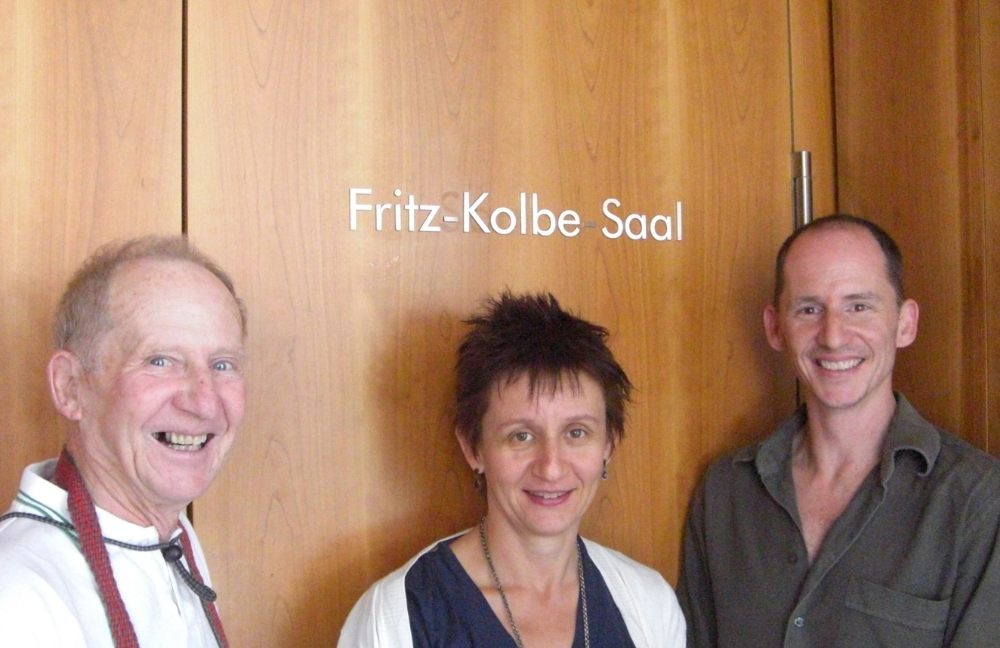 The Fritz-Kolbe Saal, a lecture room in Das  Auswärtiges Amt (Foreign Office), Berlin: (L-R) Peter Kolbe, Karin Kolbe and Paul Kolbe. 2008. Photo L.Delattre.