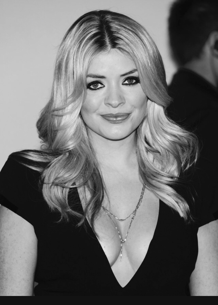 Holly Willoughby - Most of us would agree Holly Willoughby radiates beauty and pulls off that