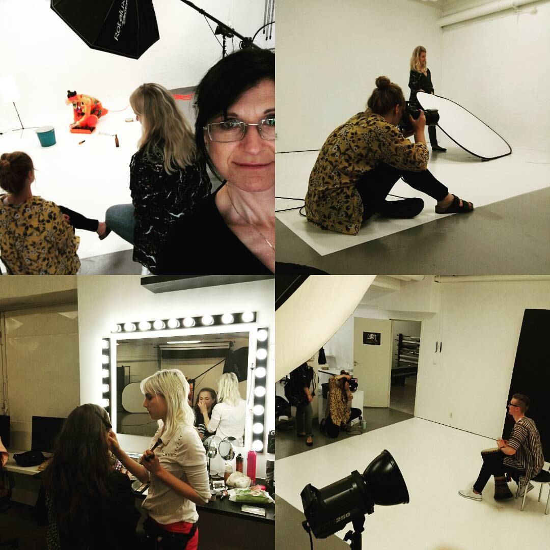 Våra medlemmar Jenny Nilsson, Sousou Cissoko göra sig klara för fotografering.