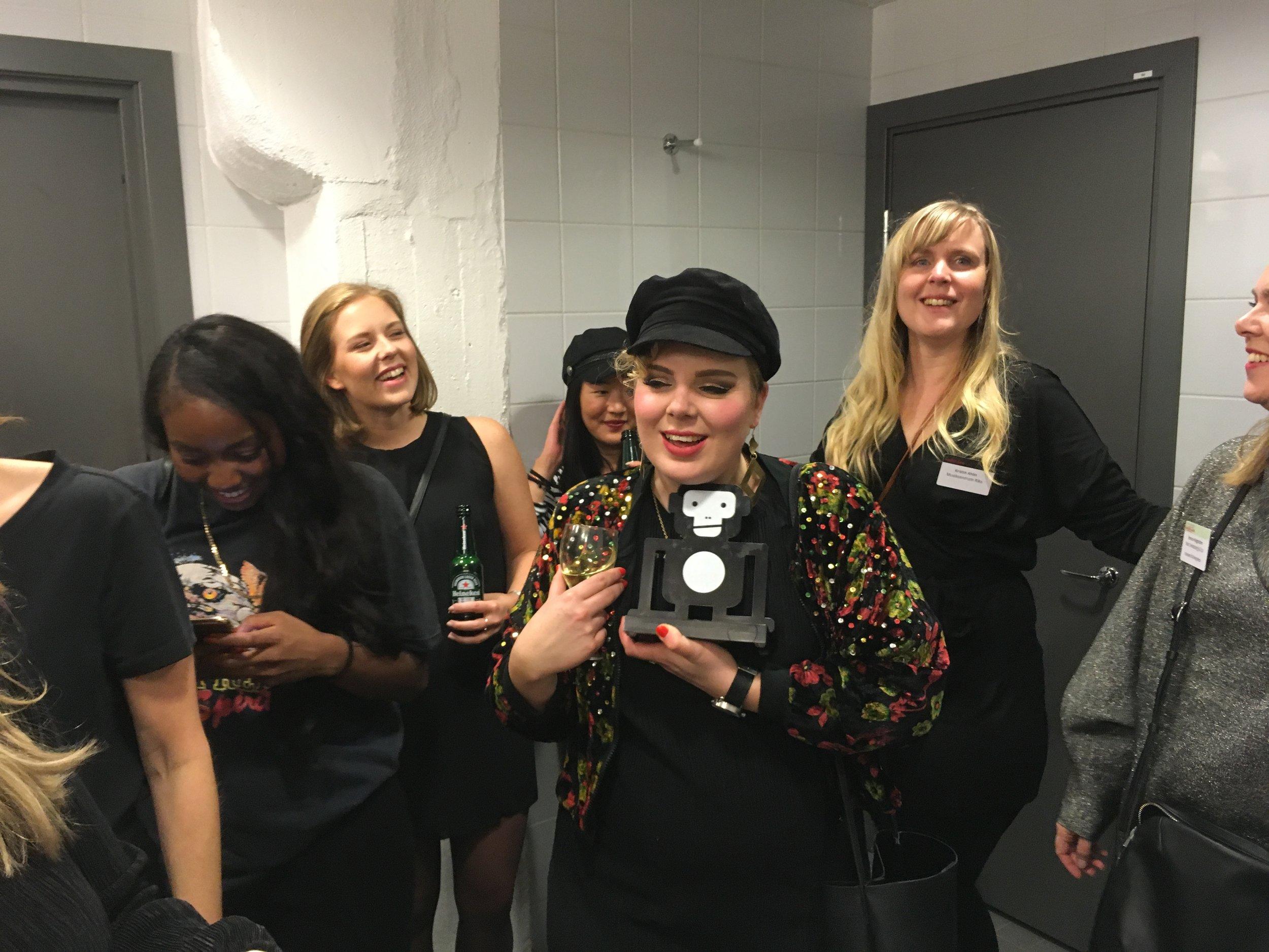 #närmusikentystnar manifesterade på scen i Värmekyrkan och prisades med Liveapan för årets insats!