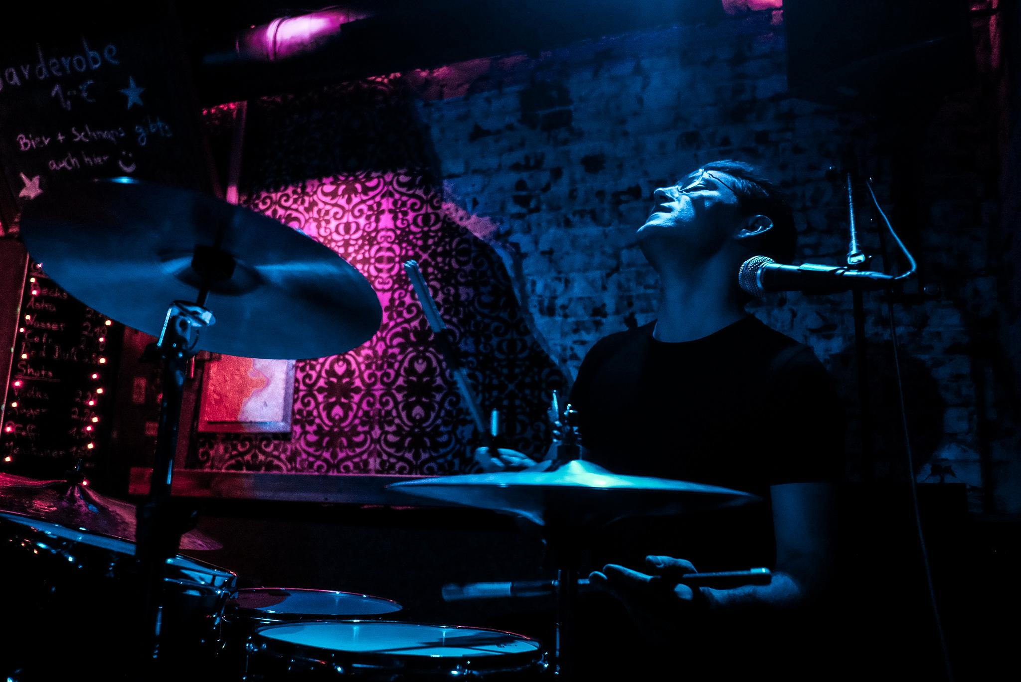 Julian Leucht überzeugte mit ihrem kräftigen Blues-Rock. Treibende Beats und energiegeladene Gitarren-, sowie Mundharmonika-Soli heizten dem Publikum ordentlich ein.