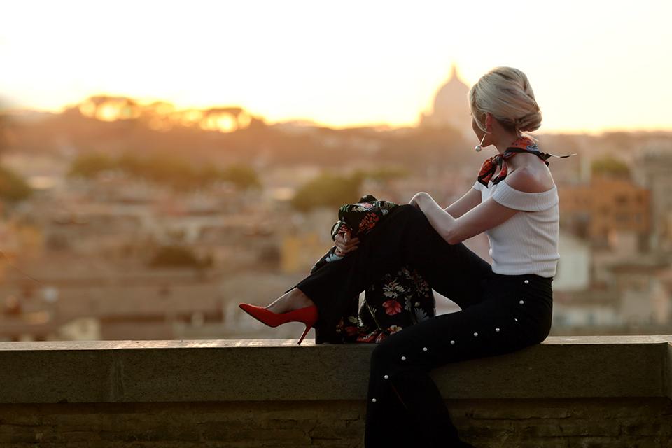 zara-scarf-3-ways-to-wear-a-scarf-rome-blogger-italy-travel-blogger-amanda-custo-001.jpg