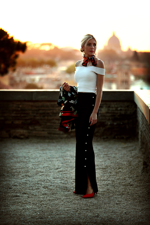 zara-scarf-3-ways-to-wear-a-scarf-rome-blogger-italy-travel-blogger-amanda-custo-002.jpg