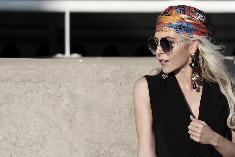 zara-scarf-3-ways-to-wear-a-scarf-rome-blogger-italy-travel-blogger-amanda-custo-004.jpg