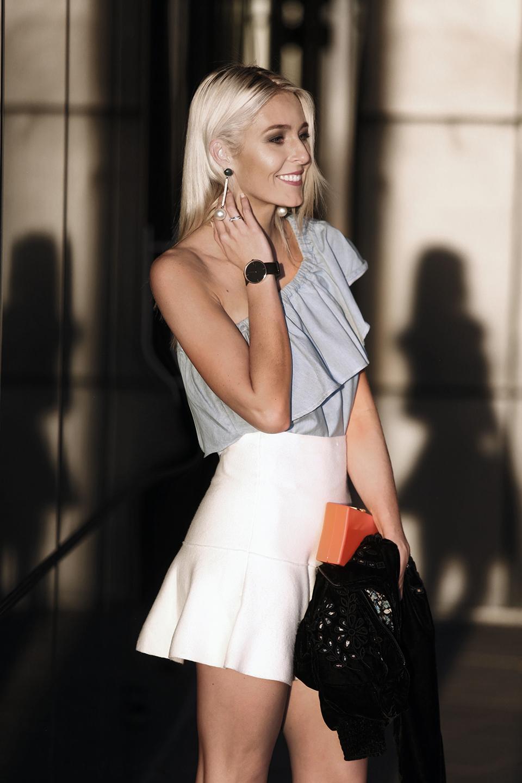 zara-scarf-3-ways-to-wear-a-scarf-rome-blogger-italy-travel-blogger-amanda-custo-009.jpg