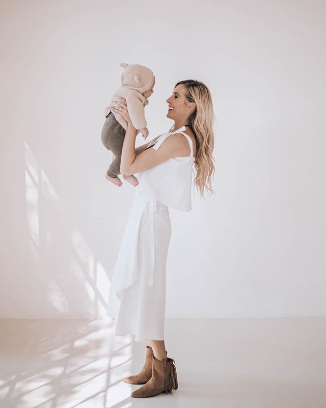 This Bear is my favourite reason to lose sleep! ⠀⠀⠀⠀⠀⠀⠀⠀⠀ My top & skirt: @nursingmomsy  Aaron's outfit: @hm_kids @hm ⠀⠀⠀⠀⠀⠀⠀⠀⠀ Photographer: @louzellevandyk  #momlife ⠀⠀⠀⠀⠀⠀⠀⠀⠀ #stylishmom ⠀⠀⠀⠀⠀⠀⠀⠀⠀ #love