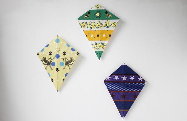 Kites taking flight... ( kite 1 ,  kite 2 ,  kite 3 )