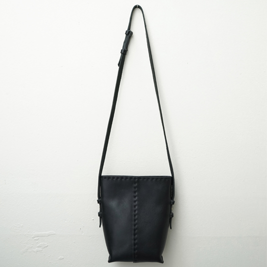Bucket Bag: Black/Naked