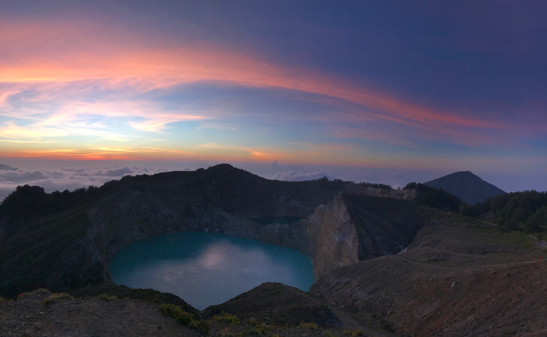 Photo of the crater lake of Tiwu Nuwa Muri Koo Fai courtesy of @PaulBromford!