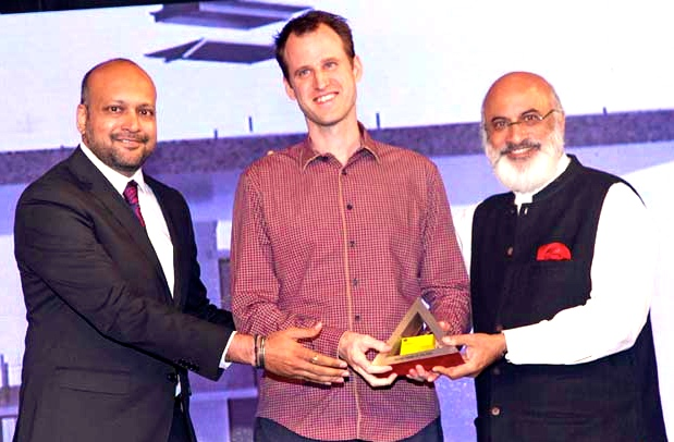 Robert Verrijt wint award voor 'House of the Year 2014' in India.