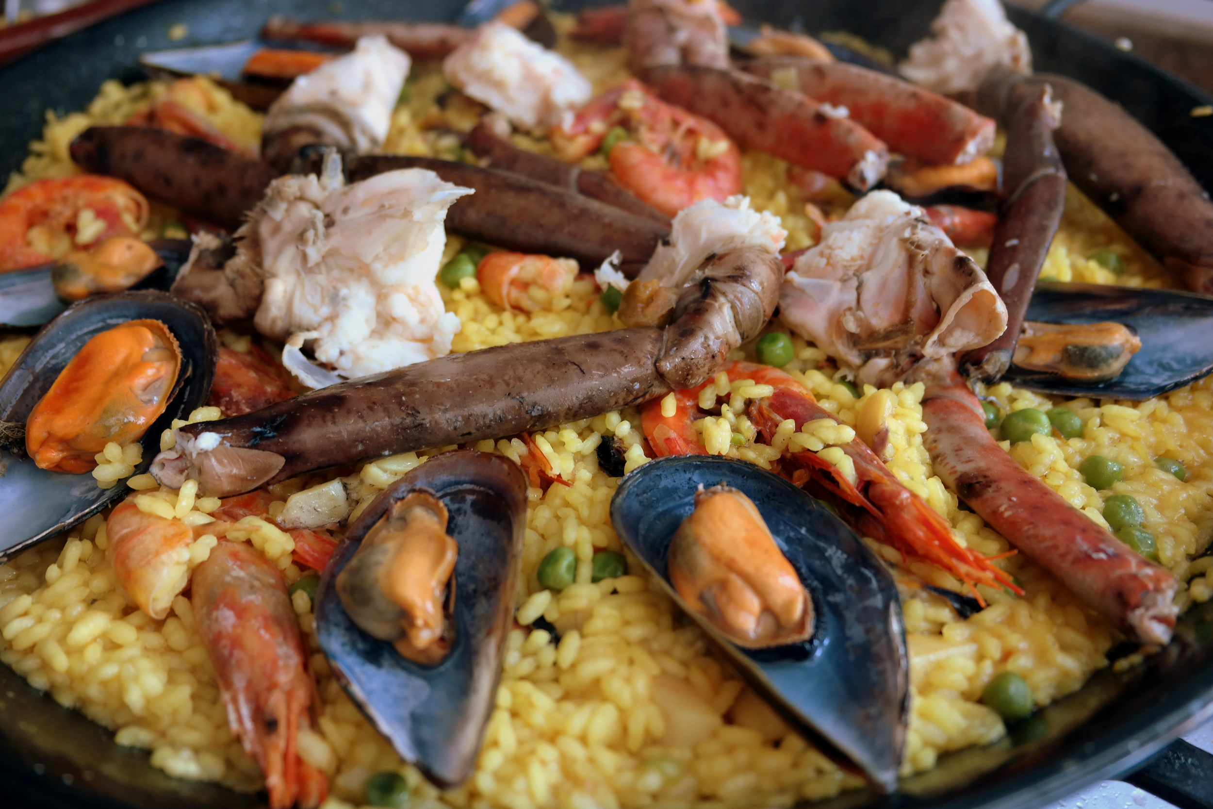 La paella with monstrous sea food
