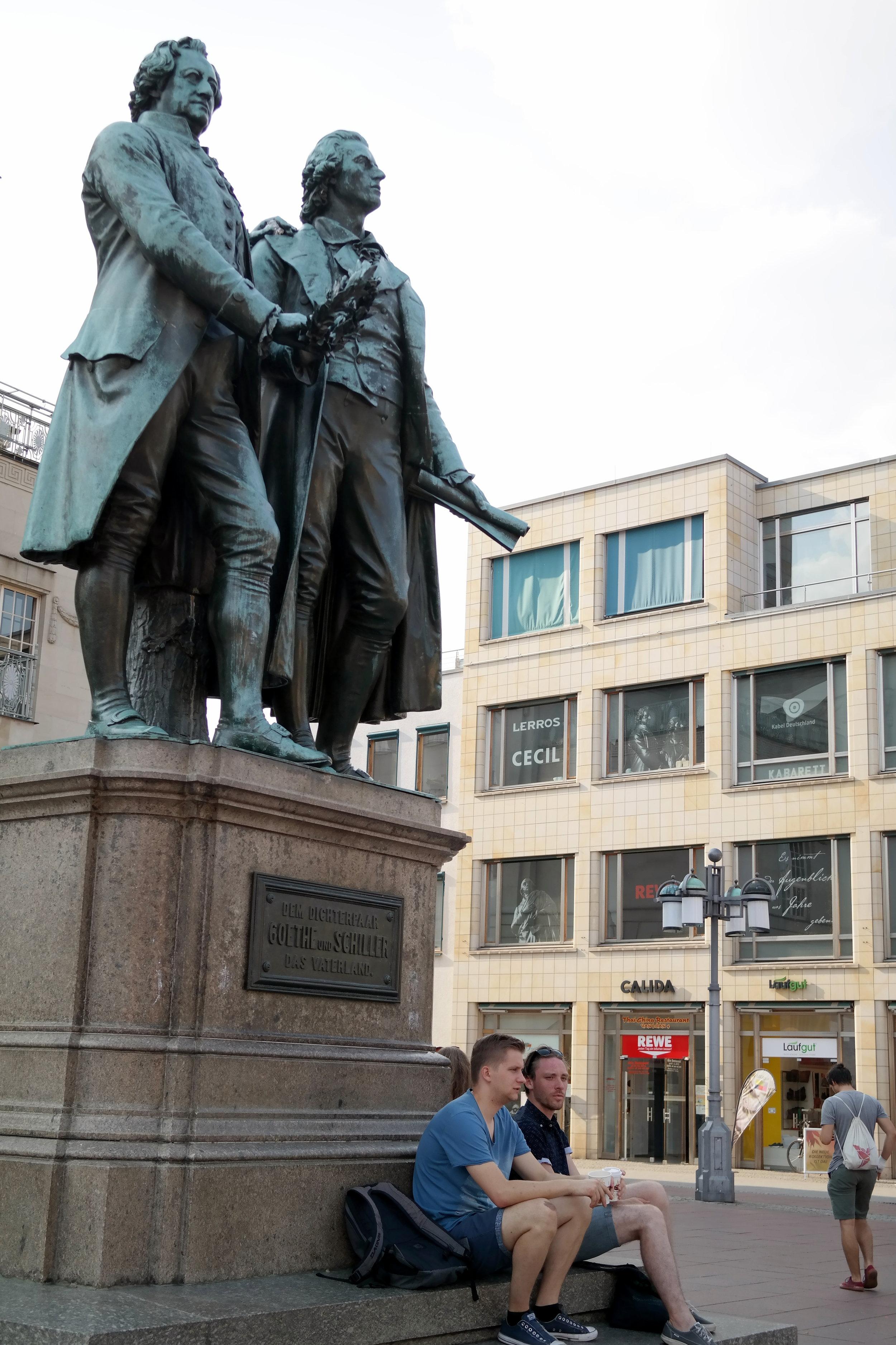 Goethe och Schiller på Theaterplatz