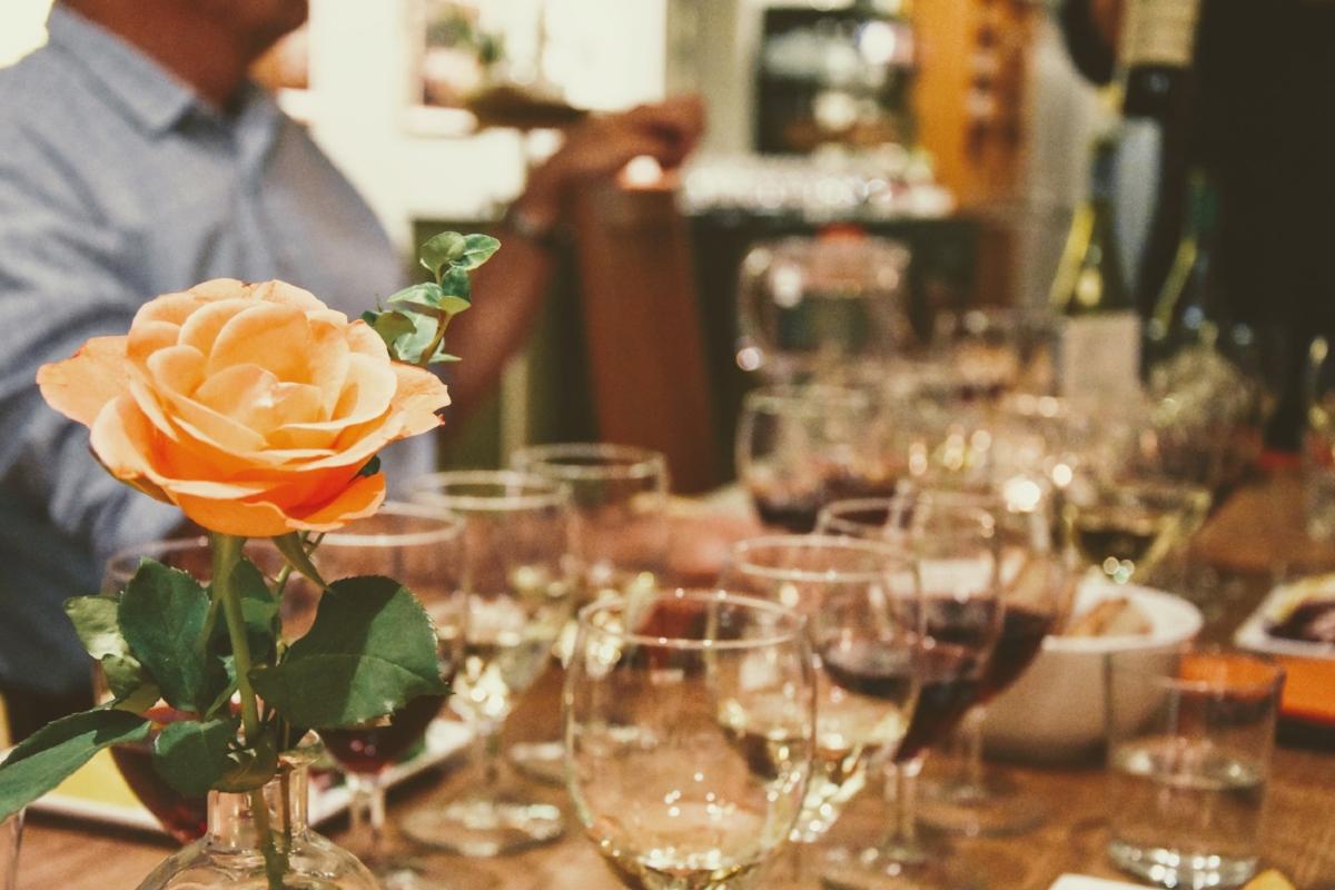 Sensorisk vinprovning inkluderar alla sinnen och tänjer på ens medvetna gränser