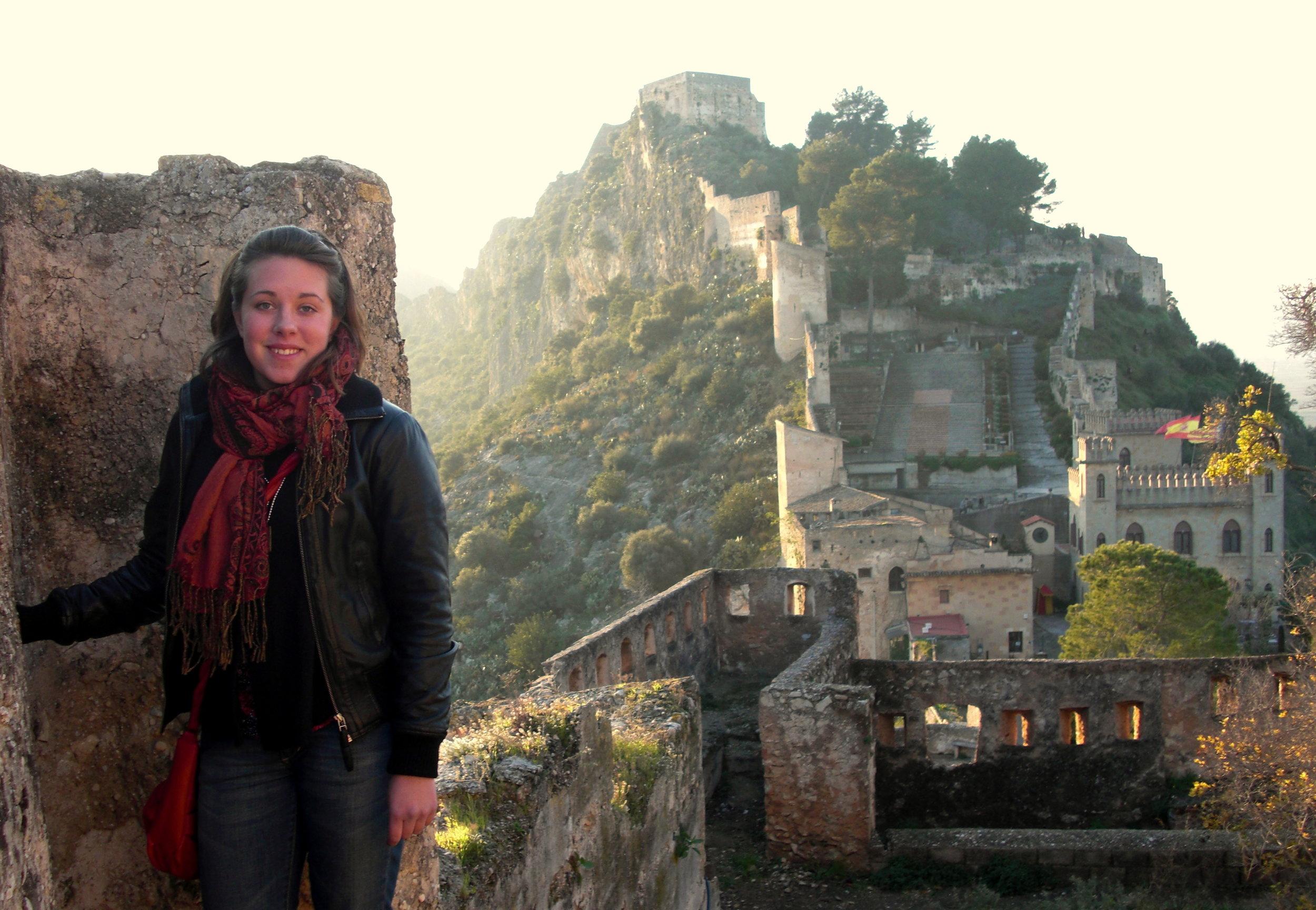 Är nybliven 18-åring och utbytesstudent i Spanien.