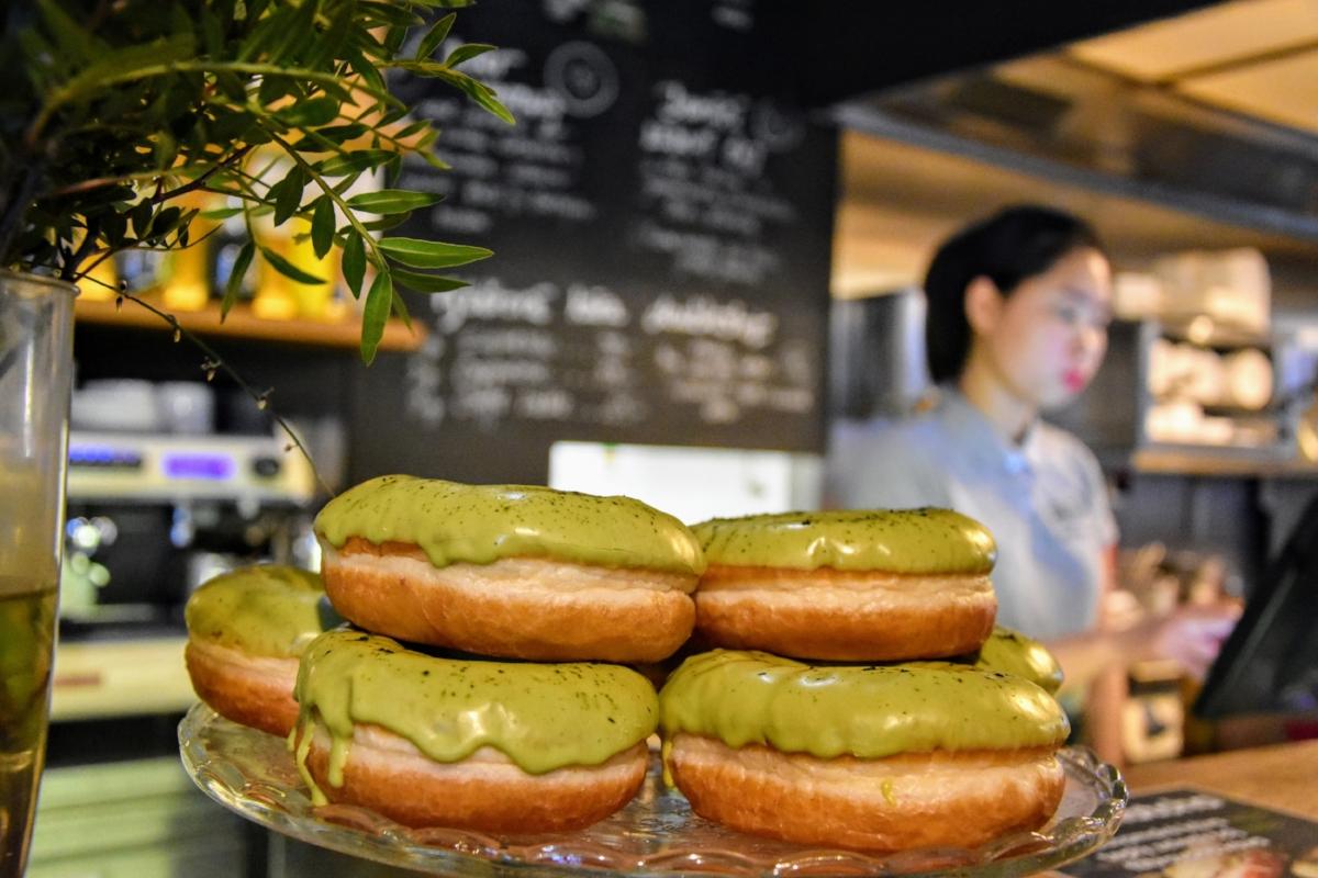 """Vietnamesisk mat är väl utbredd - och kanske lite """"Europafierad"""" - i Tjeckien. Här i form av donuts."""