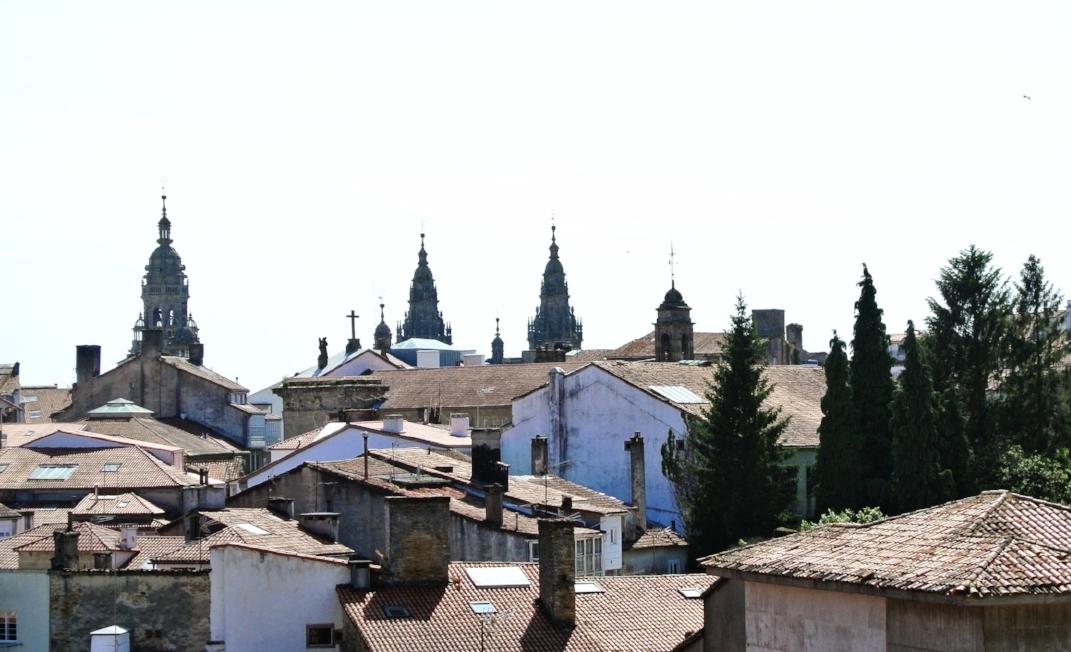 Som i nästan alla spanska byar, kantas siluetten av kyrkor och katedraler.