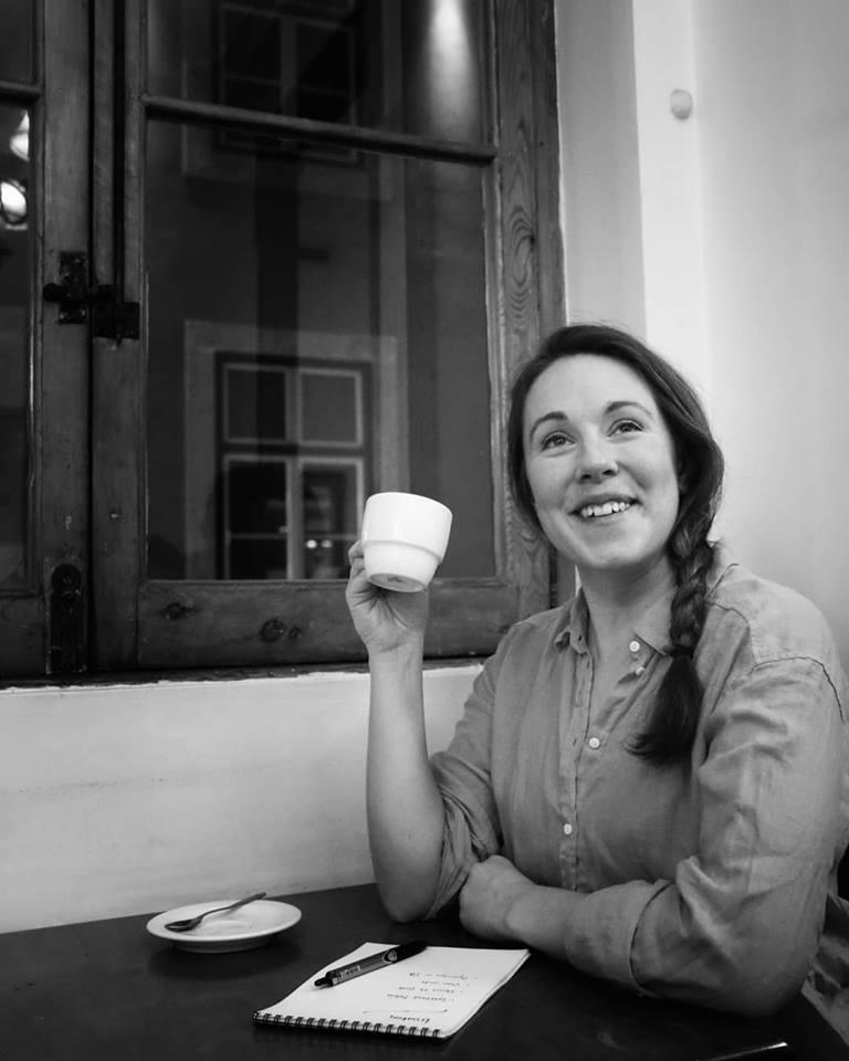 En av många fina foton som Jessica Jeppson tog av mig på ett kafé i Lissabon.