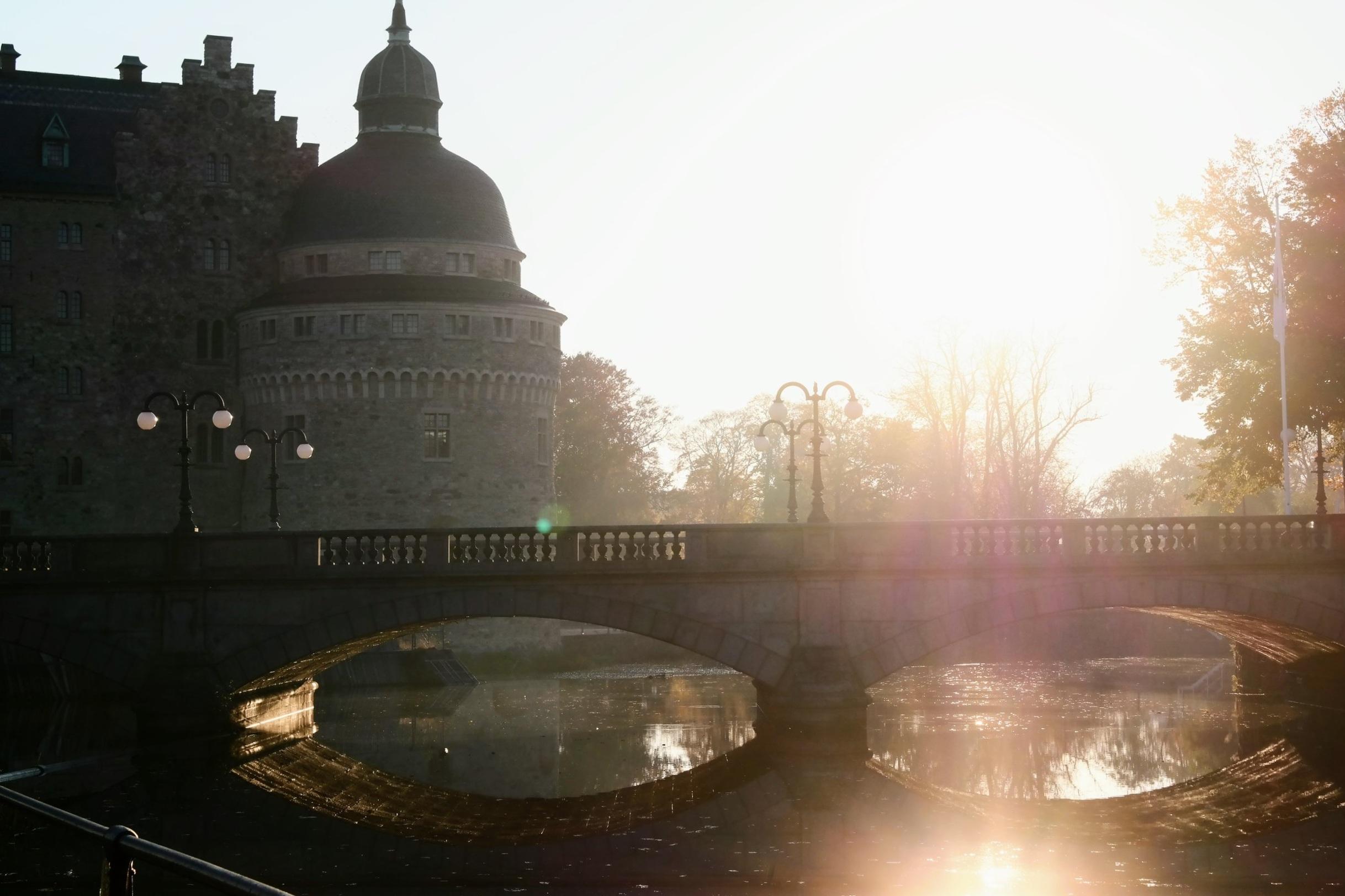 Örebro slott i höstsolen.
