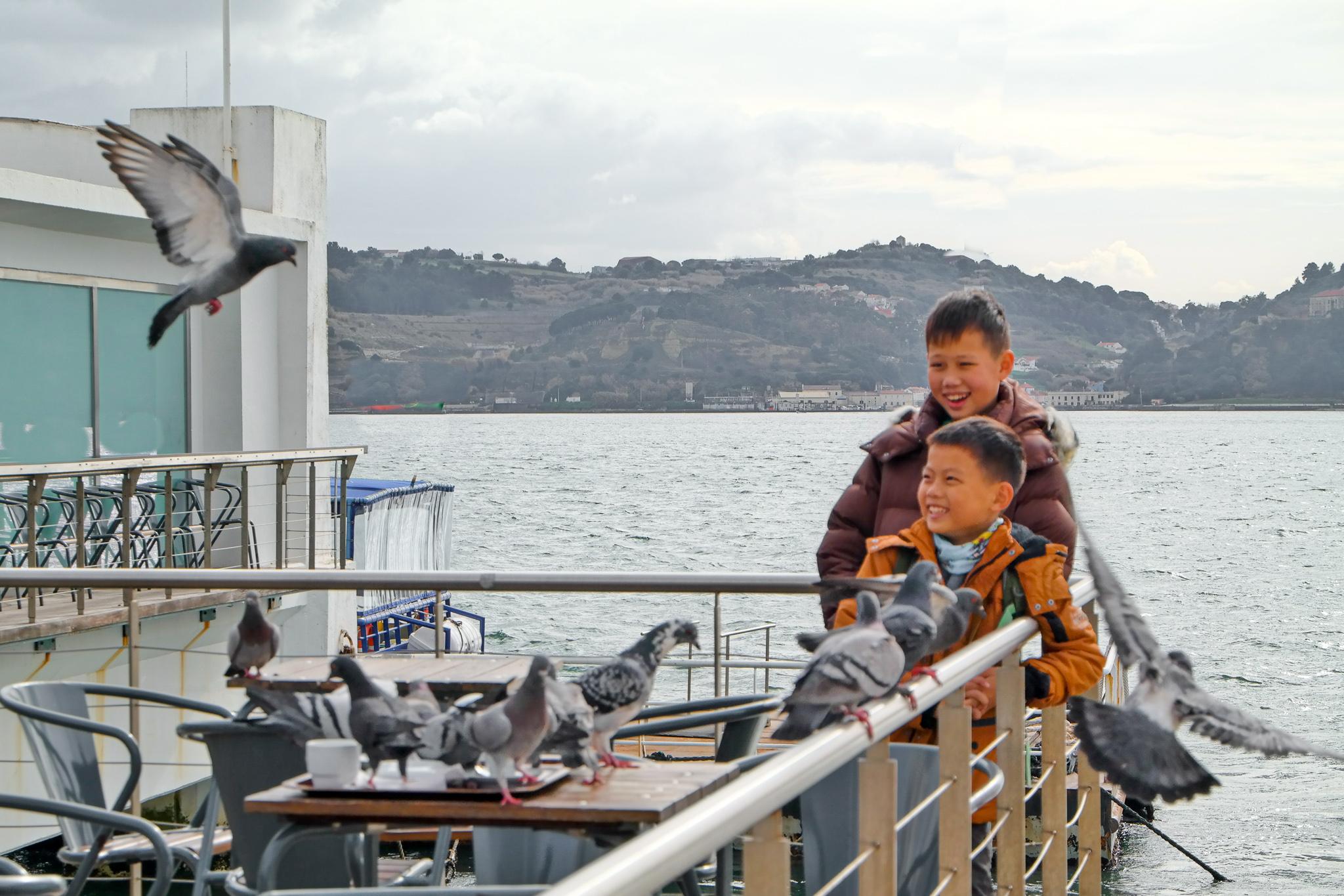 Belém ligger bara en kort busstur från Lissabon men känns som en fiskeby med lugn lunk.