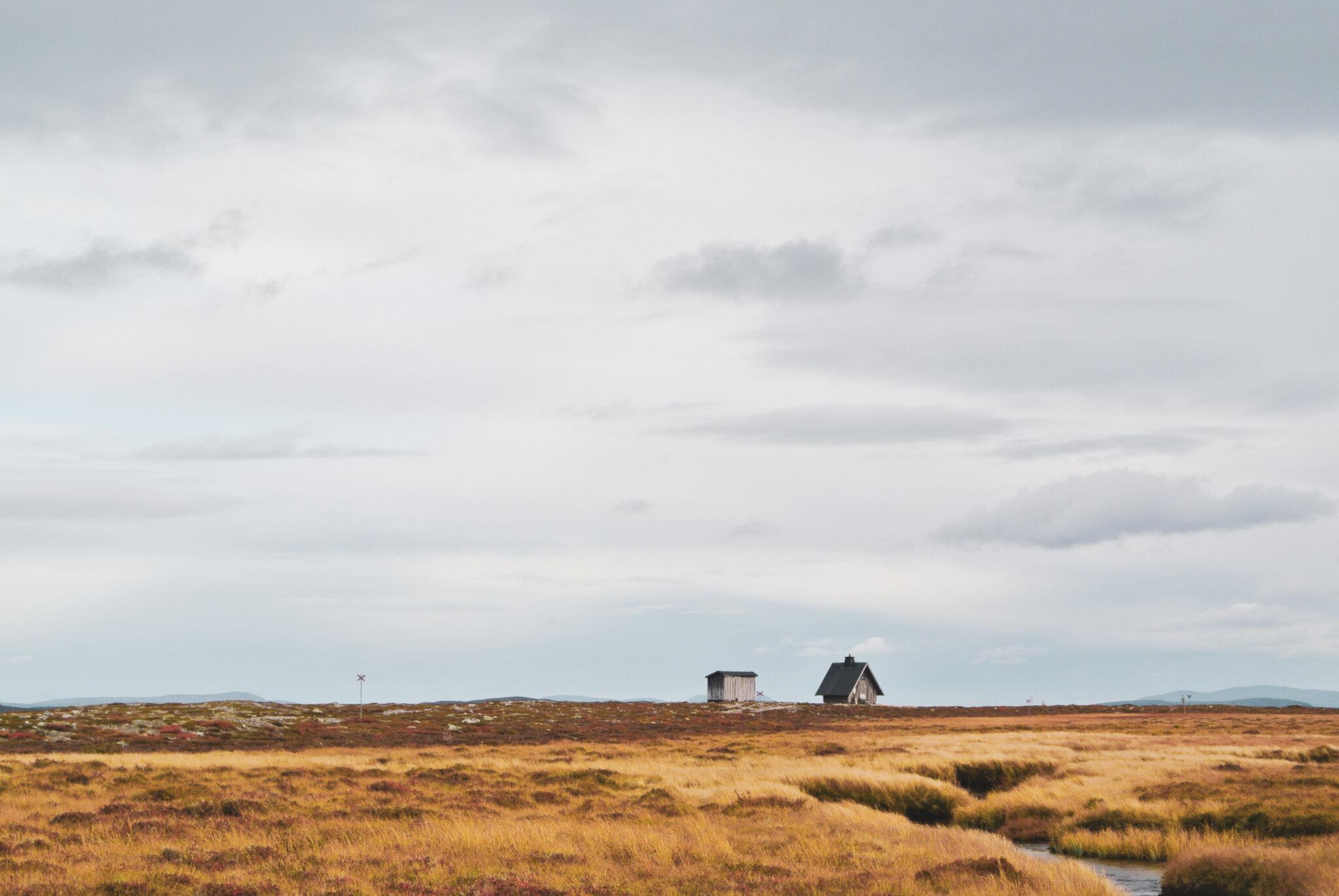 En raststuga med milsvid utsikt mellan Långfjället och Töfsingdalen.