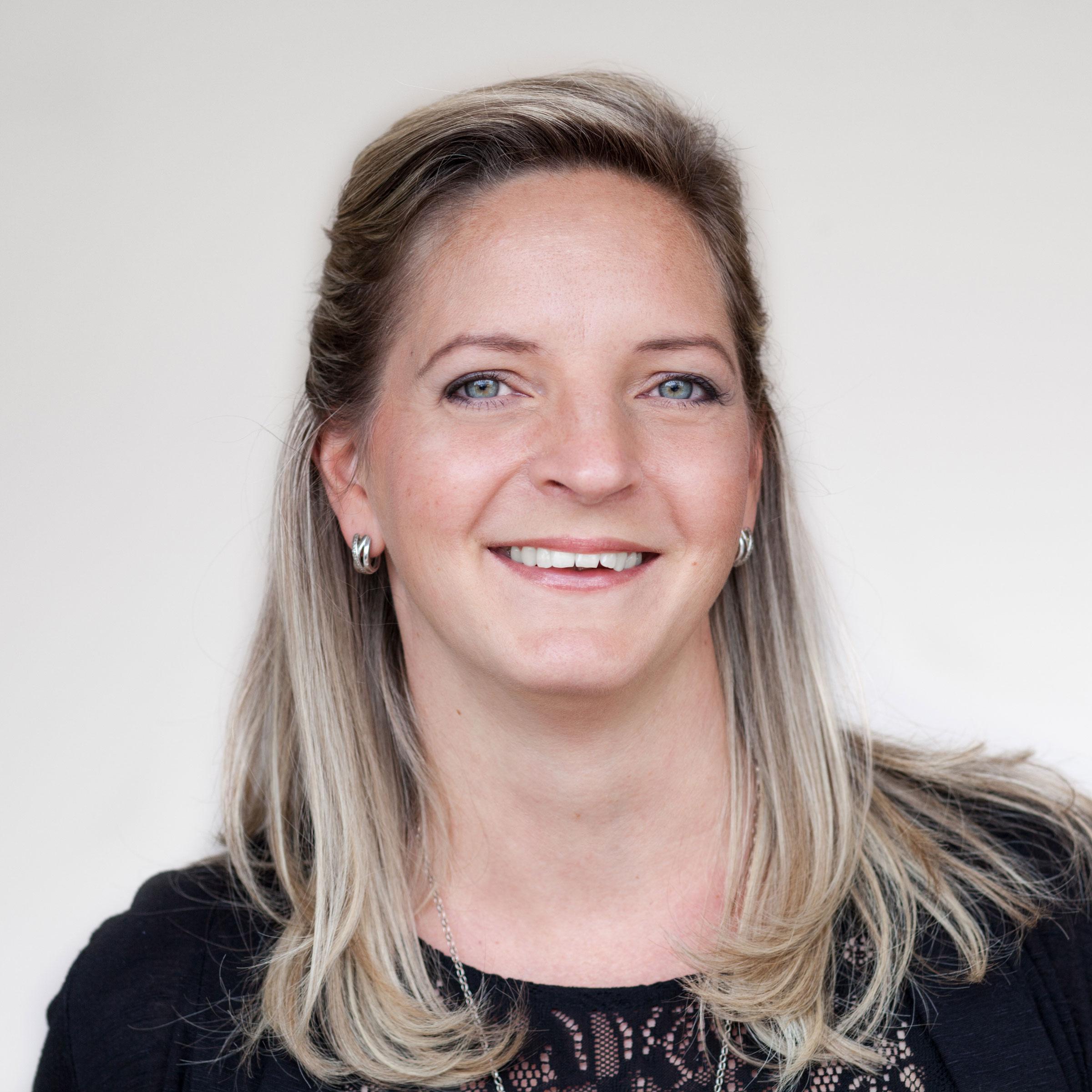 Yvonne  Iredale . Teamassistentin / Sekretariat