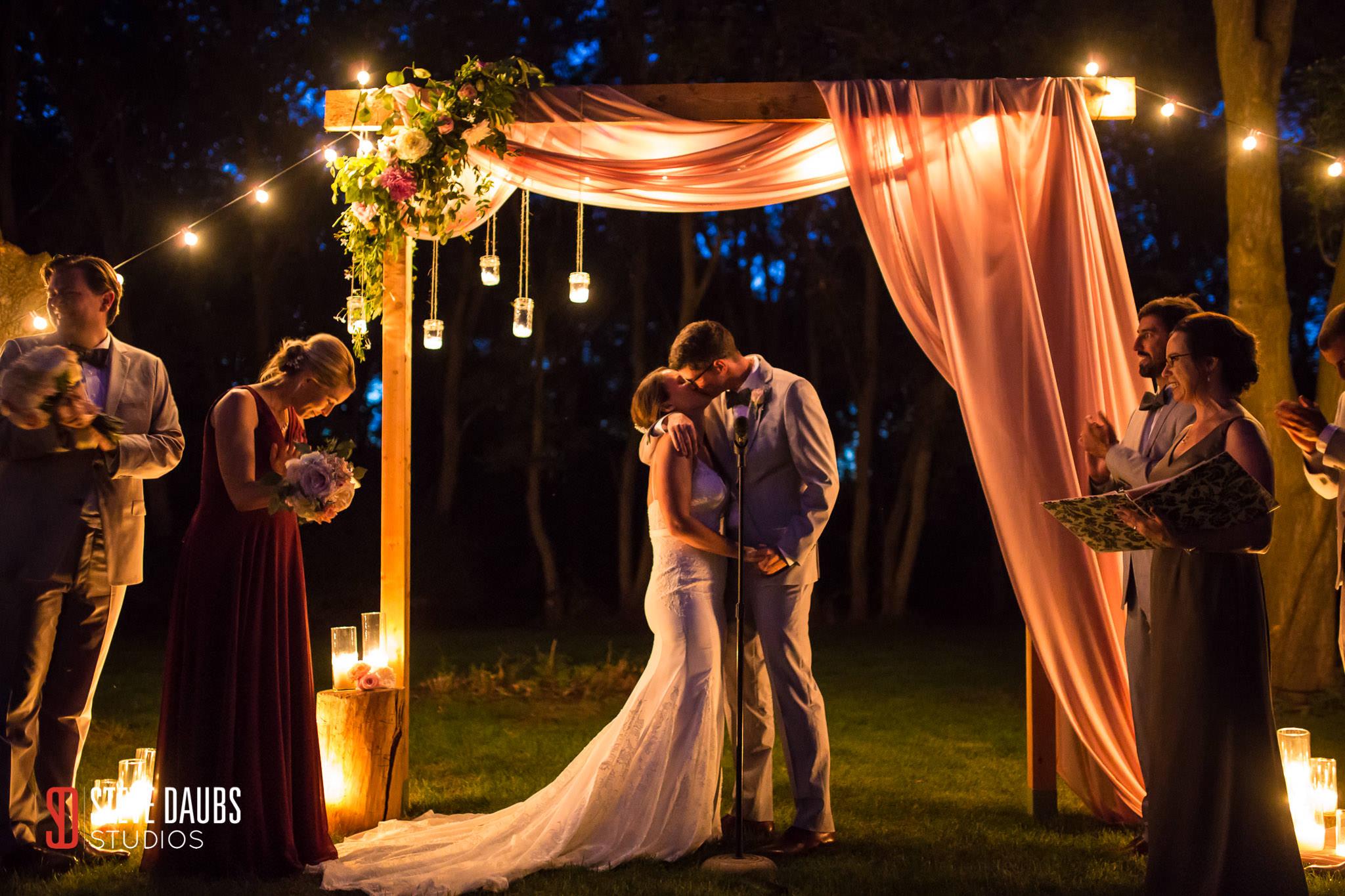 twilight wedding kiss