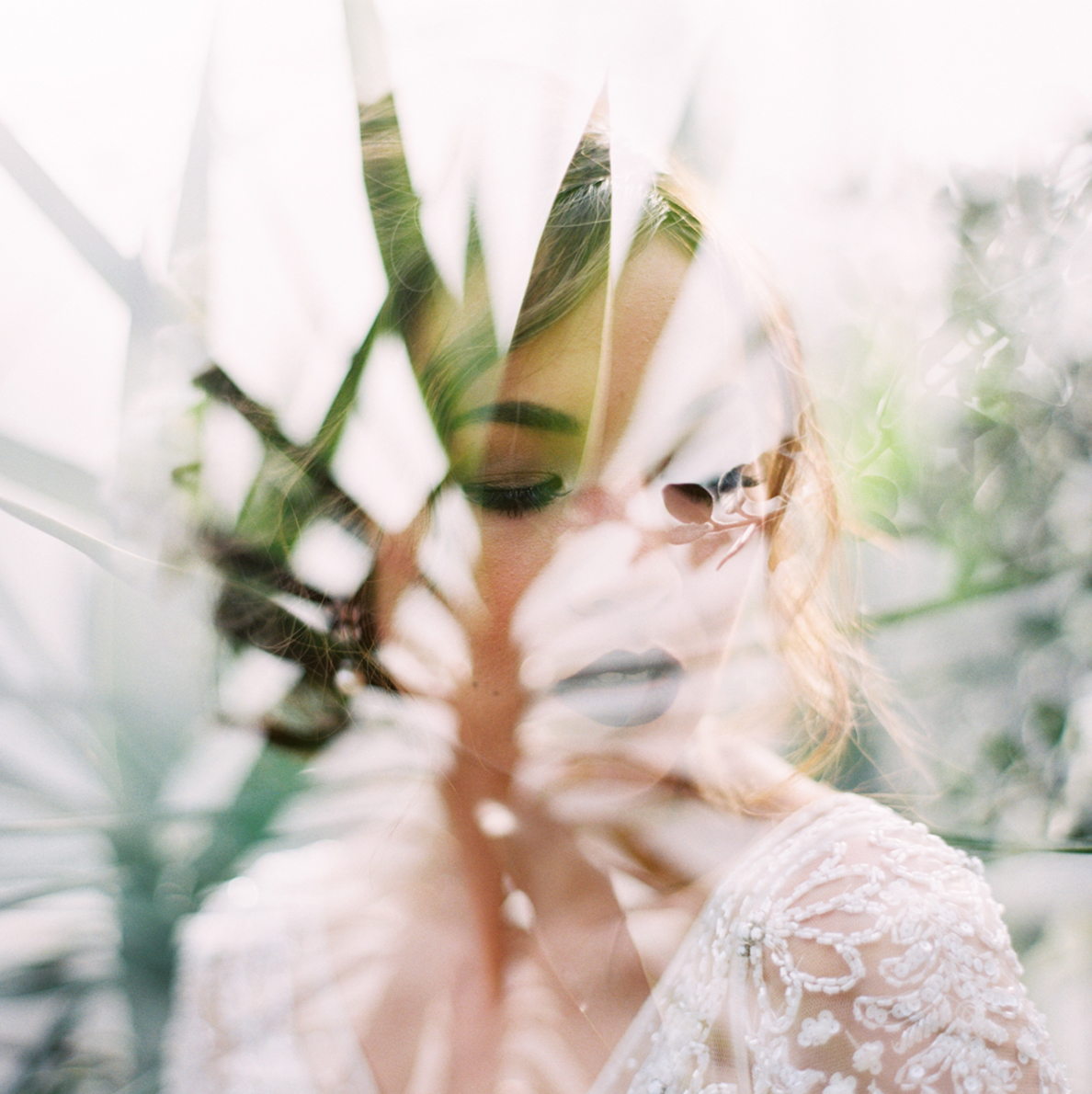 feature-weddingsparrow-botanicalshoot.png