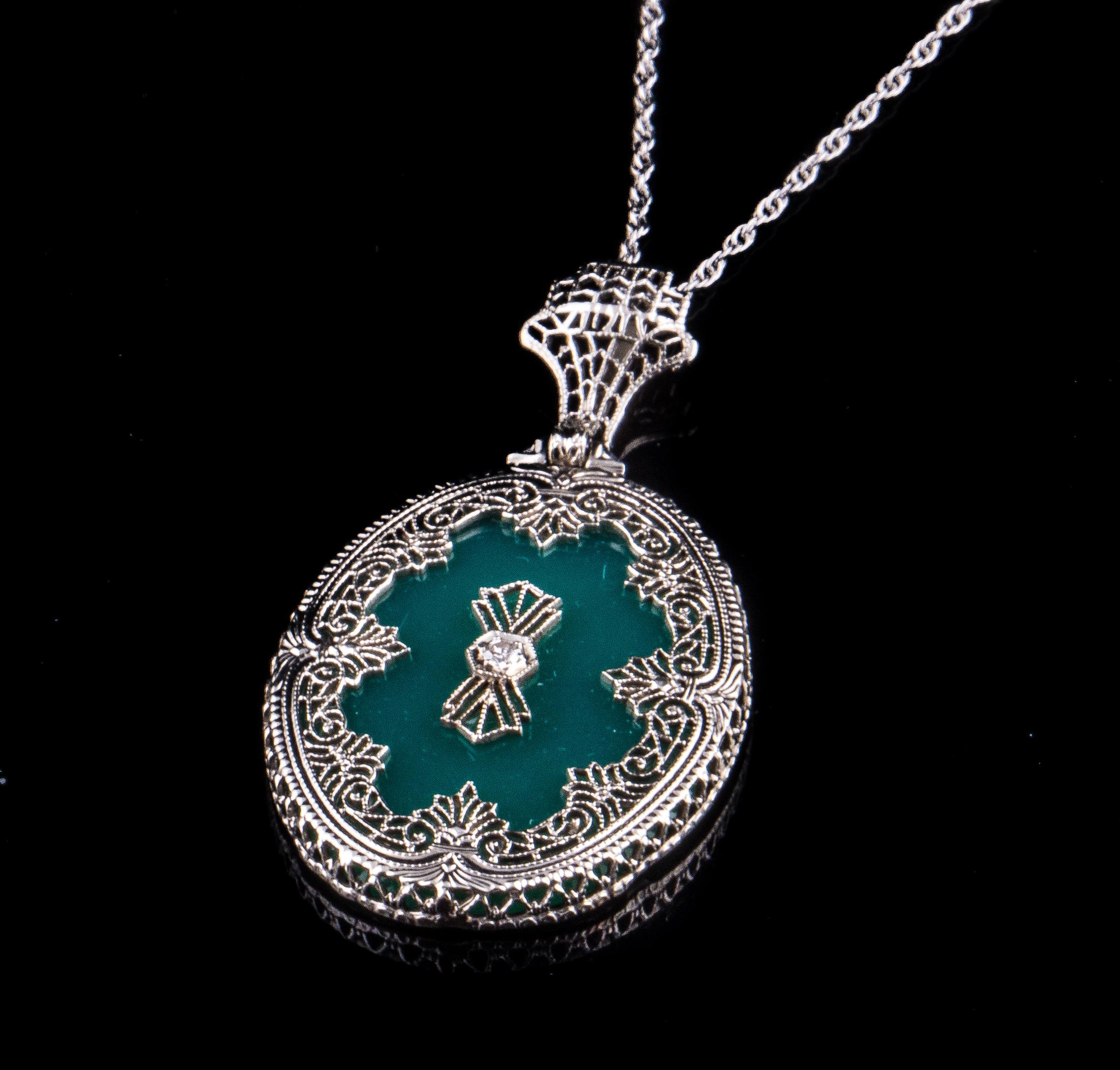 10kt Art Deco green onyx filigree necklace