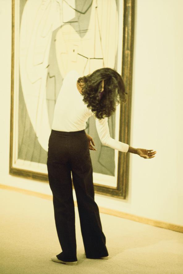 (c) Jila Dejam, courtesy die Künstlerin und der Box Freiraum. Tanzperformance vor dem Gemälde Le peintre et son modèle, 1927, von Pablo Picasso.