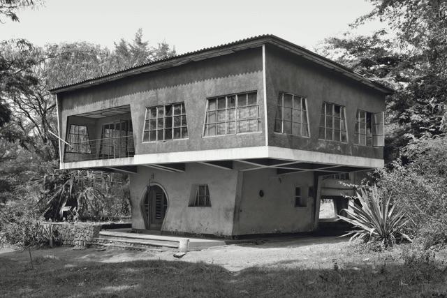 """Jean Molitor: Haus """"Le Campignon"""" in Gitega, Burundi um 1946, 2009, 60 x 90 cm, C-Print kaschiert auf Alu-Dibond"""