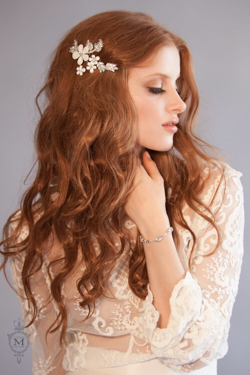 The Justine M Couture   Dearest   Daisy  headpiece comb