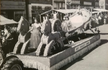 1952 Kolacky Day Royalty - Queen Pauline Miller with Mary Lois Kendall, Jarriet Kukacka, Sally Kennedy and Alevena Simacek