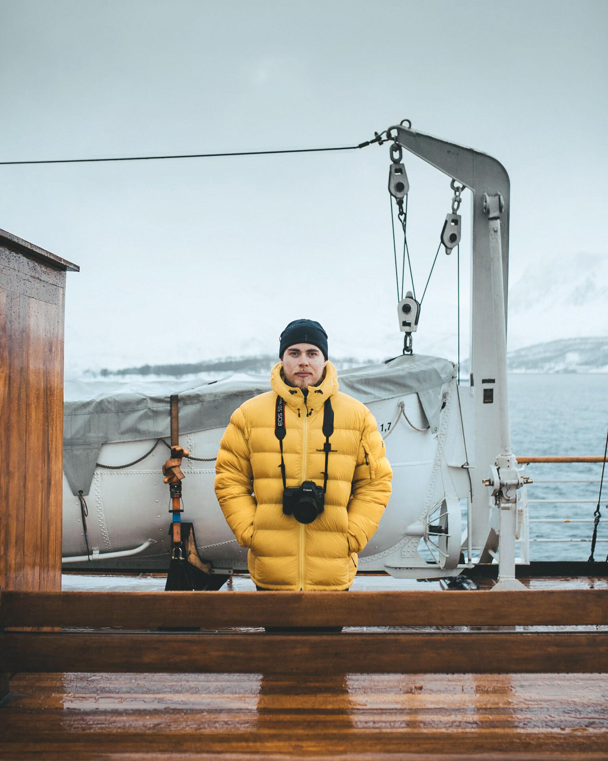 Hurtigruten arctic ski and sail