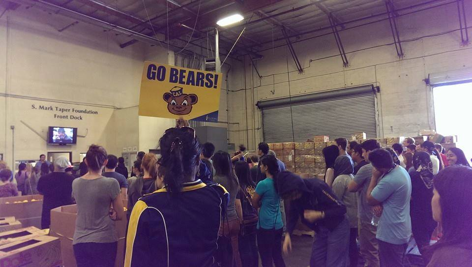 Cal Alums unite @ Los Angeles Regional Food Bank