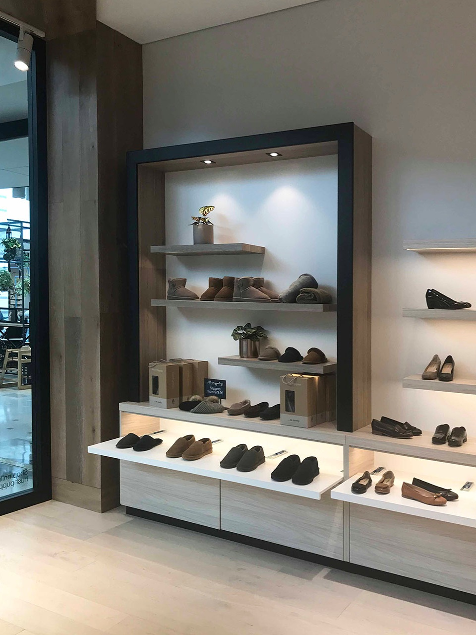 Hush Puppies - Warringah - Wall Display 2 - v2.jpg