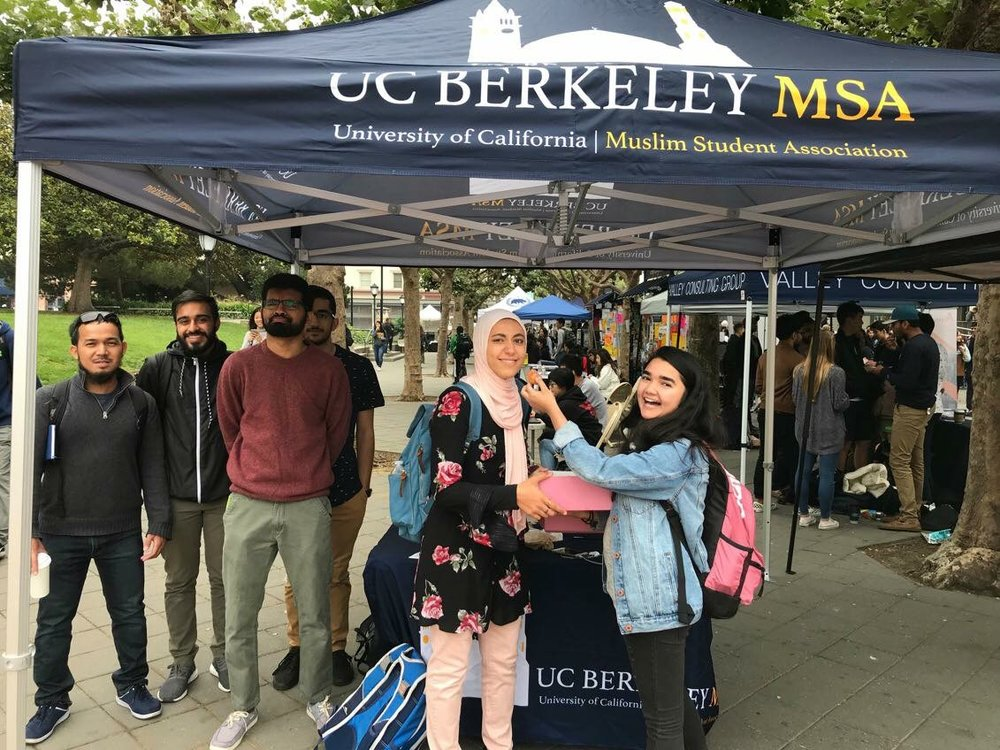 Da'wah - Fosters Islamic Education and the spiritual development of our members, through Tabling, Experience Islam Week, and helping organize Ilm classes/events.