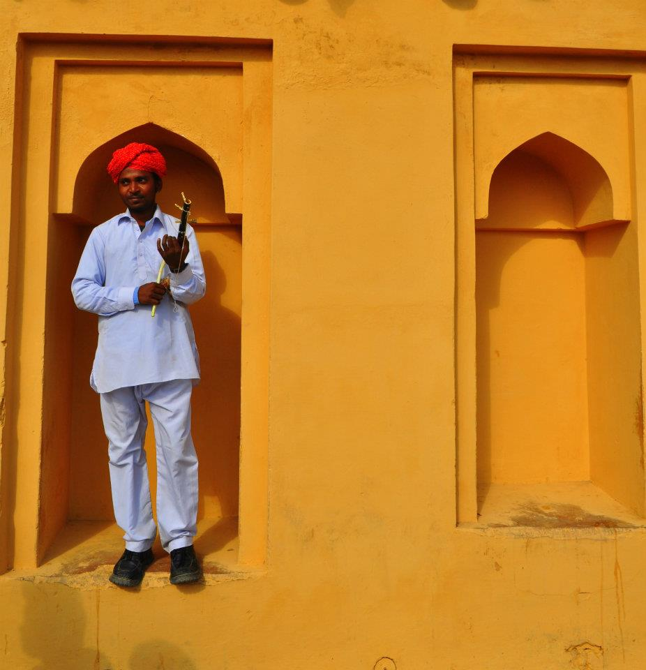 A street musician in the Amber Fort.