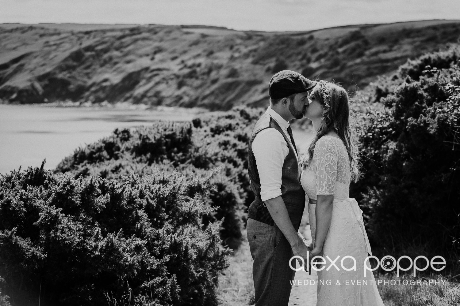 KR_elopement_lowerbarns_cornwall_36.jpg