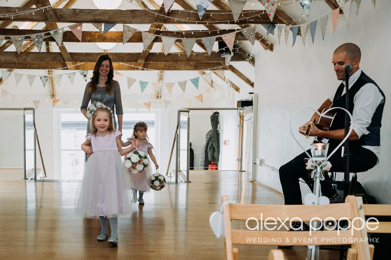 LS_wedding_thegreen_cornwall_6.jpg
