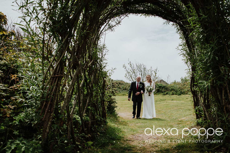 HE_wedding_mountpleasant_ecopark_12.jpg
