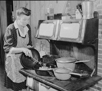 Cooking Fried Chicken  f or Sunday Dinner, Escambia Farms, Florida, 1942, Library of Congress Photo Collection,