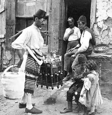 Ice cream merchant, Constantinople, Turkey, 1898 (Courtesy of the Library of Congress)