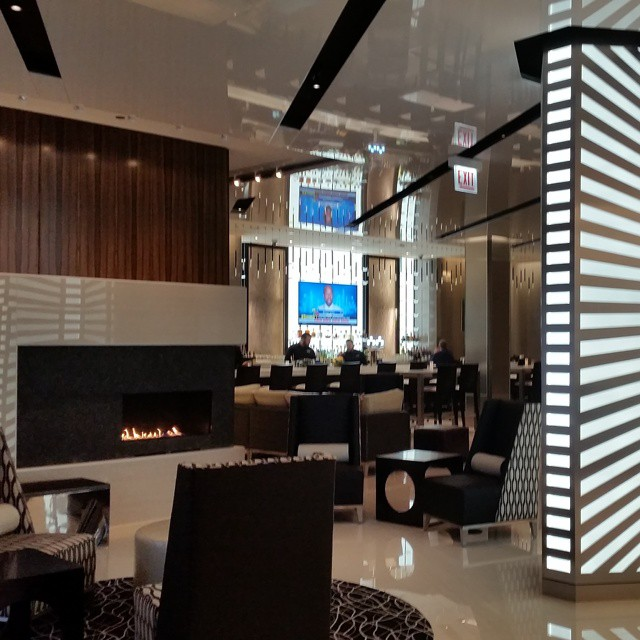 Welcome to the new Hotel Chicago! New lobby and lounge are complete.  What a transformation! #hotelchicago #marinacity #chicago #hoteldesign #design