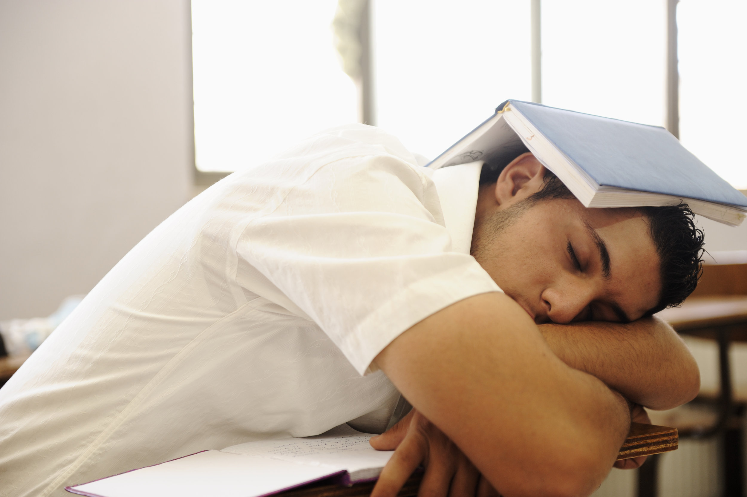 teen-student-sleeping-at-classroom_rtlbYqspHj.jpg